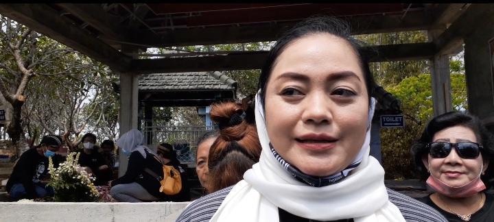 Usai Berziarah di Makam Didi Kempot, Yan Vellia Nyanyikan Lagu Kenangan