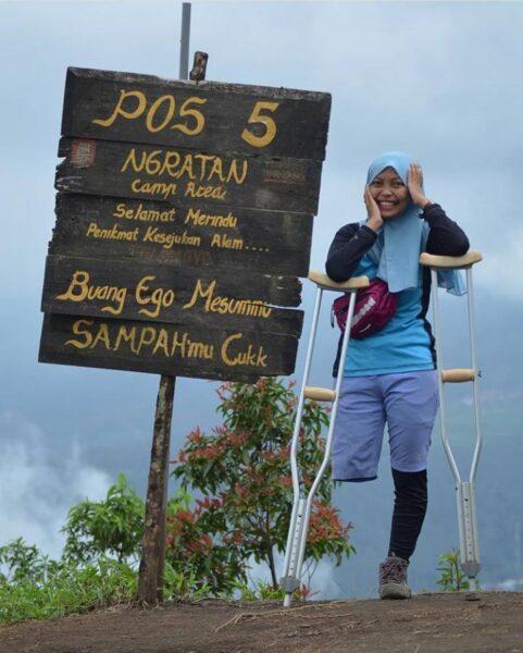 Kisah Arrohma, Penyandang Disabilitas yang Hobi Mendaki Gunung