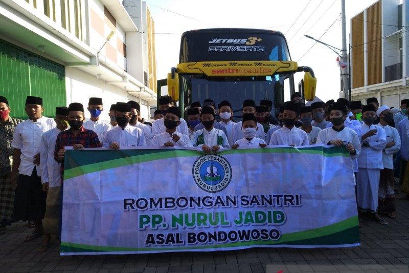 1.400 Santri asal Bondowoso Kembali Ke Ponpes Nurul Jadid Probolinggo