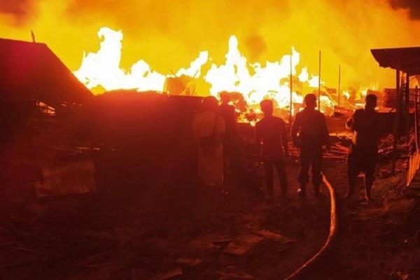 Kebakaran Gudang Kayu di Kediri: Oven Diduga Overheat, Kerugian Capai Rp1,5 M