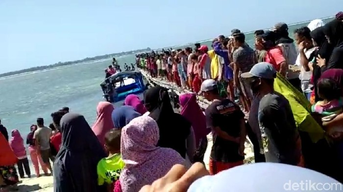 Perahu Taksi di Sumenep Terbalik di Hantam Gelombang, Satu Tewas dan Dua Orang Hilang