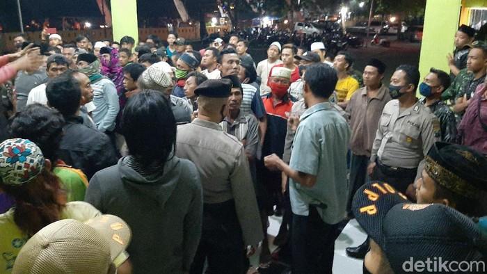 Tolak Warga Dimakamkan Protokol Covid-19, Massa di Probolinggo Datangi RSUD Tongas