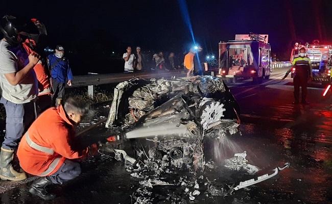 CR-V Ringsek & Mercedes-Benz Habis Terbakar di Tol Solo-Semarang, 2 Warga Surabaya Meninggal
