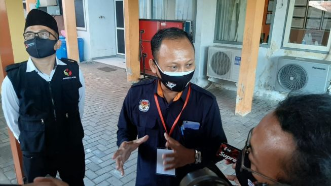 Pulang dari RSUD Soetomo Surabaya, Ketua KPU Gresik Positif Covid-19