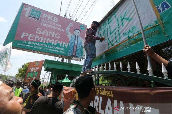 Ratusan Kader NU Ambil Alih Kantor DPC PKB Kabupaten Kediri