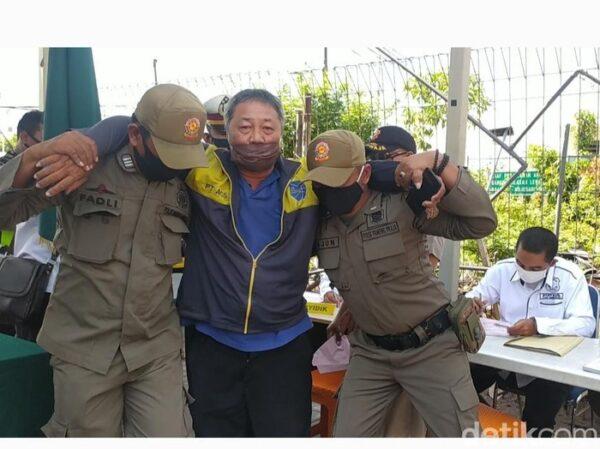 Ada-Ada Saja, Pria di Sidoarjo Ini Pura-Pura Pingsan saat Didenda Rp200.000 karena Tak Pakai Masker