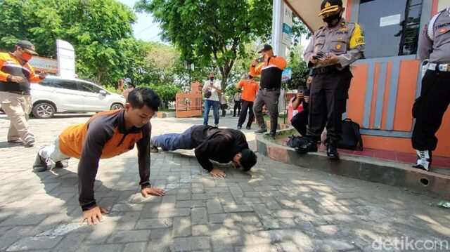 Sosialisasi Pergub 53/2020 Diperpanjang, Sanksi Sosial Tak Pakai Masker Tetap Diterapkan