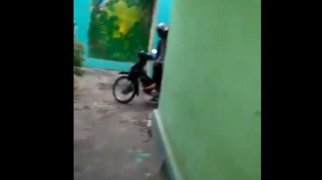 Pamerkan Alat Kelamin ke Perempuan, Pria di Malang Jadi Buronan Polisi