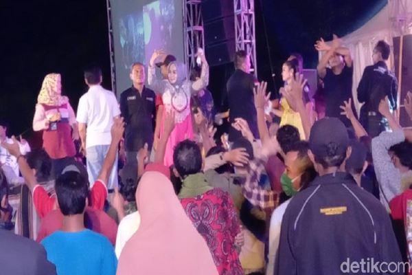 Parah! Wakil Ketua DPRD Kota Tegal Gelar Dangdutan di Tengah Pandemi Covid-19