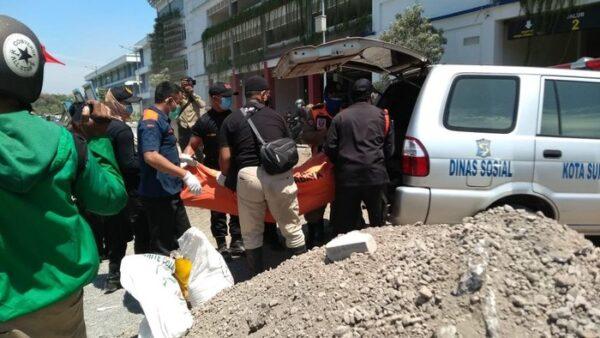 Dikira Boneka, Mayat Asal Solo Mengapung di Sungai Surabaya