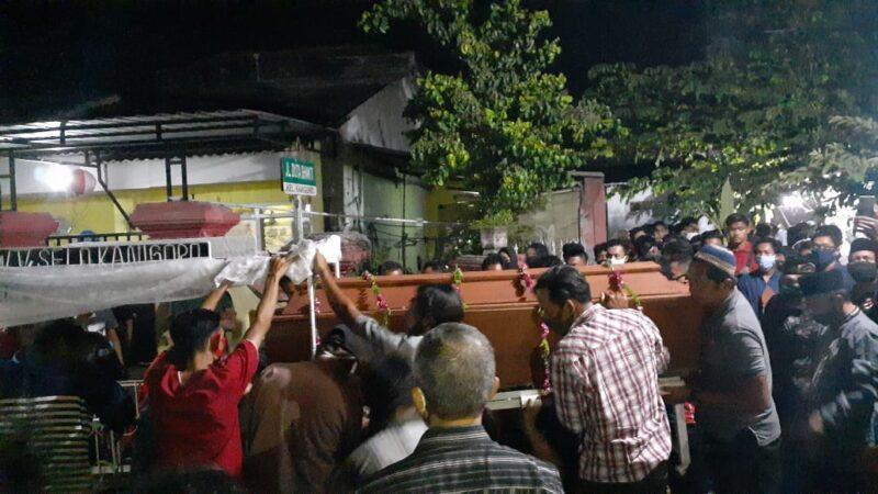 Suasana Haru Iringi Pemakaman Pemuda Madiun yang Terseret Ombak di Pantai Parangtritis