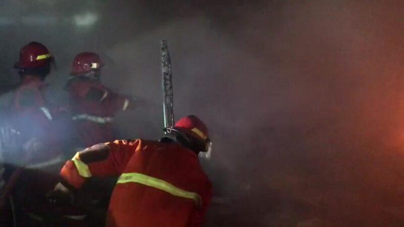 Obat Nyamuk Jatuh di Kasur, Rumah Kayu Milik Warga Lansia di Madiun Ludes Terbakar