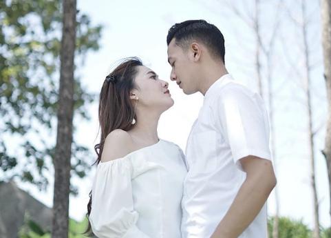 Nella Kharisma dan Dory Harsa Akhirnya Mengaku Nikah, Ini Profilnya