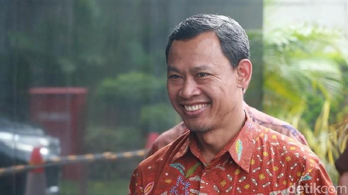 Setelah Ketua KPU, Giliran Komisioner Pramono Ubaid Positif Covid-19