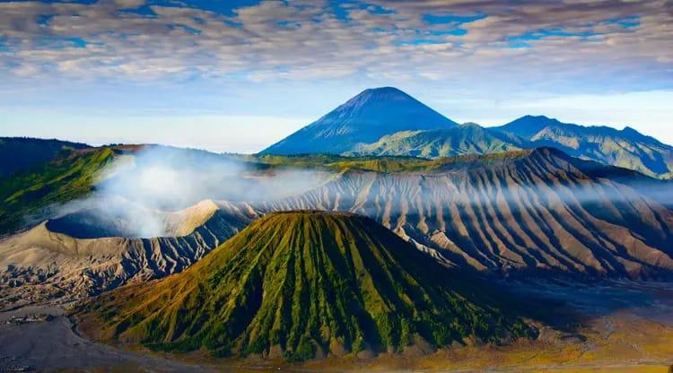 6 Gunung di Jawa Timur Tawarkan Sensasi Luar Biasa Bagi Para Pendaki