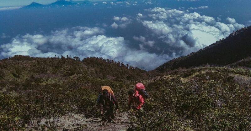 #Kamis Misteri: Kisah Mistis yang Menyelimuti Keindahan Gunung Lawu