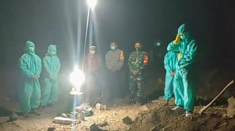 Sempat Dihalangi Ketua RT, Jenazah Suspect Covid-19 di Dolopo Madiun Akhirnya Dimakamkan