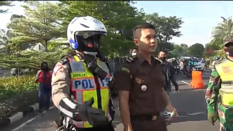 Tak Tahu Malu, Jaksa Muda Ini Melawan Petugas Saat Terjaring Razia Masker di Surabaya
