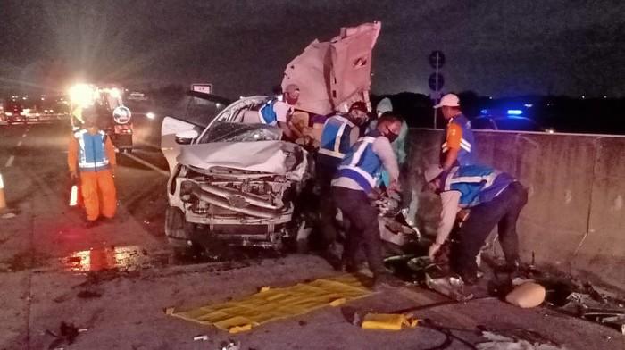 Tiga Orang Tewas dan Satu Luka Berat Dalam Kecelakaan Maut di Tol Mojokerto-Surabaya