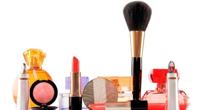 Jangan Dibuang, Begini Cara Manfaatkan Make Up Kedaluarsa
