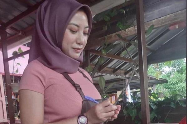 Berhijab tapi Pakai Baju Lengan Pendek Ketat, Pelayan Seksi Asal Malaysia Ini Dihujat