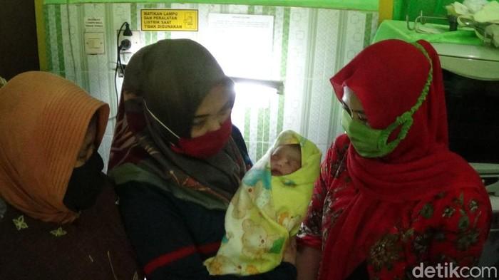 Baru Lahir 2 Jam, Bayi Laki-Laki di Sumenep ini Dibuang