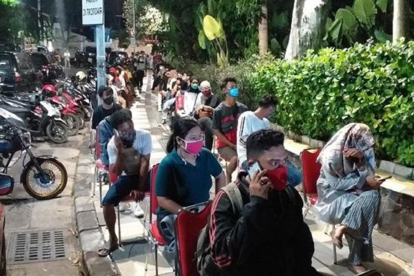 Nongkrong di Taman Apsari, Ratusan Warga Jalani Rapid Test