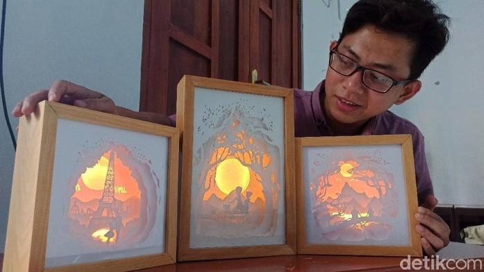 Pandemi Jadi Berkah, Mahaiswa IAIN Tulungagung Ini Raup Cuan Dari Bisnis Shadow Box Light