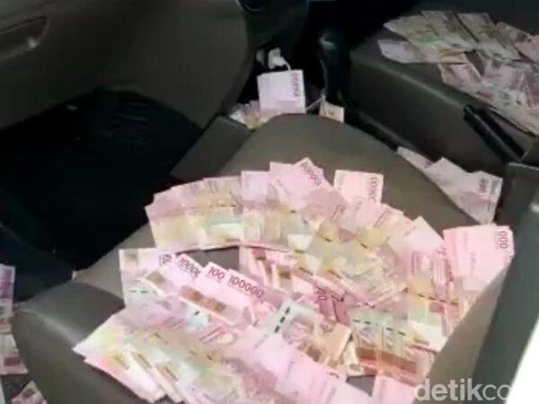 Viral Video Tumpukan Uang di Mobil Timses Cabup Mojokerto, Ini Alasan Simpatisan Cabup Lawan