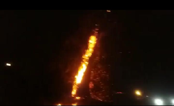 Pohon Terbakar Sebabkan Jalan di Dagangan Madiun Sempat Tertutup