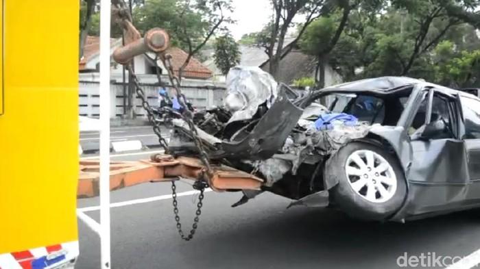Kecelakaan Libatkan 3 Kendaraan di Pasuruan, Warga Malang Meninggal