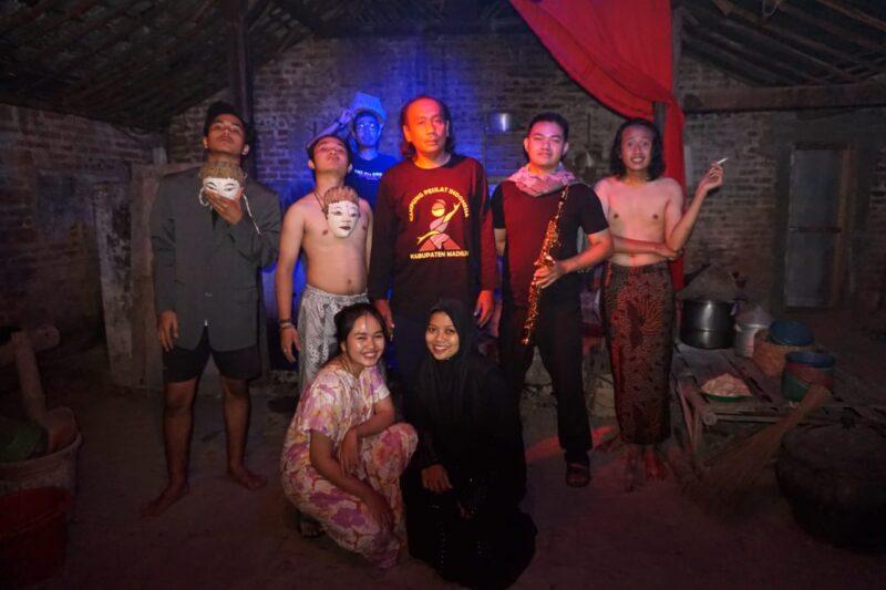 Bereksperimen di Pawon, Teater Pilar Merah dari Madiun Masuk 6 Terbaik Parade Teater Jatim