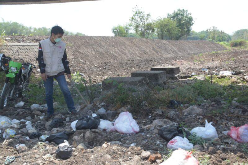 Parah! Bupati Madiun Temukan Banyak Sampah Popok Bayi di Sungai yang Mengering
