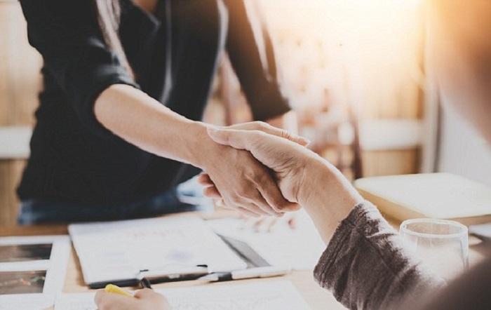 Tak Perlu Malu, Ini Tips Memulai Percakapan dengan Rekan Kerja Baru