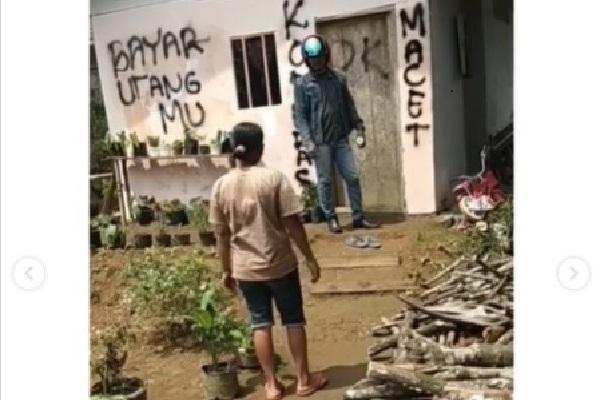 Viral! Lintah Darat Coret Tembok Rumah saat Tagih Utang