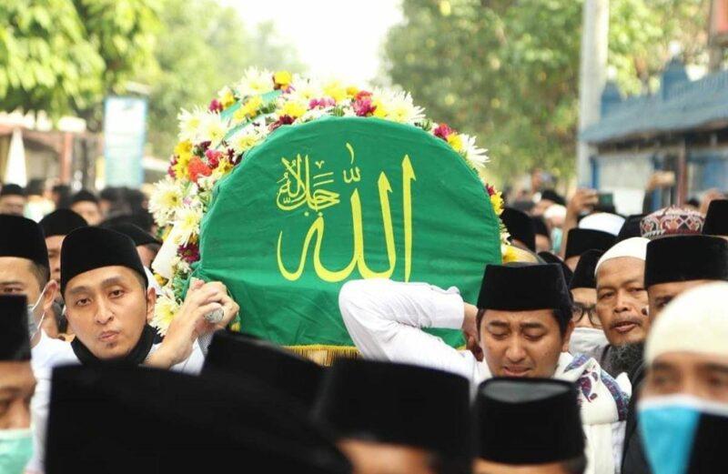 Ribuan Santri Pondok Gontor Iringi Pemakaman Jenazah Kiai Syukri