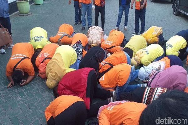 PN Surabaya Bebaskan 4 Pentolan MeMiles, Member Langsung Sujud Syukur