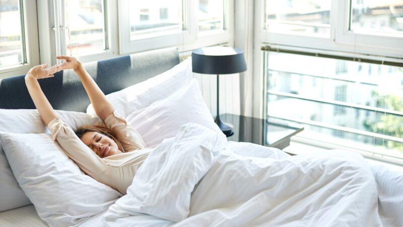 Tak Banyak yang Tahu, Inilah Deretan Manfaat Mengulet setelah Bangun Tidur