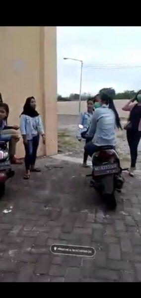 Viral Video ABG Cekcok Rebutan Pacar di Ponorogo, Polisi Turun Tangan