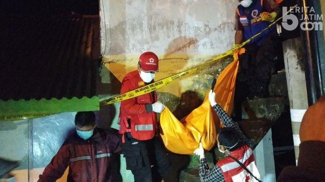 Tragis! Celurit Masih Menancap di Dada Sugeng saat Dihabisi di Depan Istri