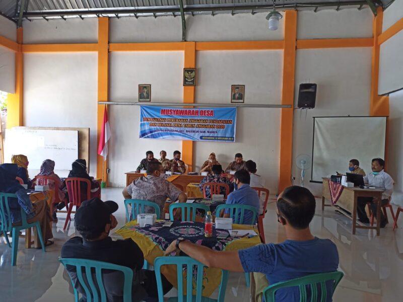 Tak Lolos Seleksi Perangkat Desa, Belasan Warga Madiun Protes