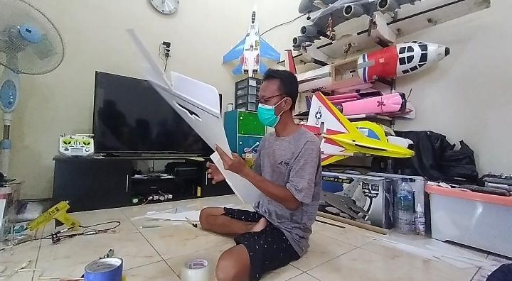 Kena PHK saat Pandemi Covid-19, Pria di Madiun Bertahan Hidup dengan Merakit Pesawat Aeromodelling