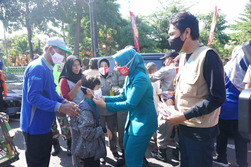 Peringati Hari Kesehatan Nasional, 48.000 Masker Dibagikan di Madiun