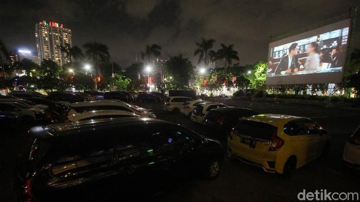 "Warga Surabaya Kini Bisa Nonton Drive In Senja,  ""Layar Tancap"" Versi Pandemi Covid-19"