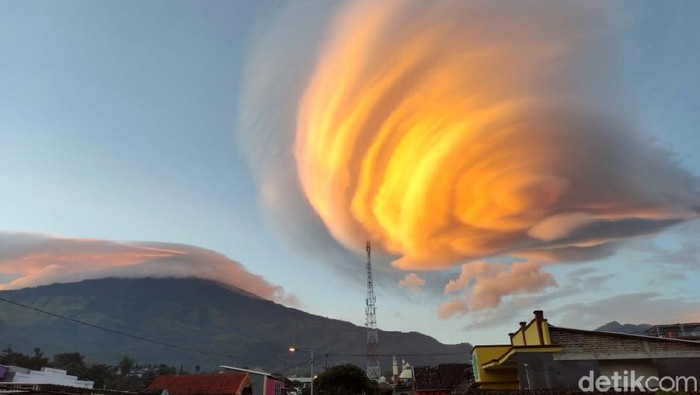Fenomena 7 Gunung Bertopi Awan di Jawa, Ini Kata Ahli Spiritual