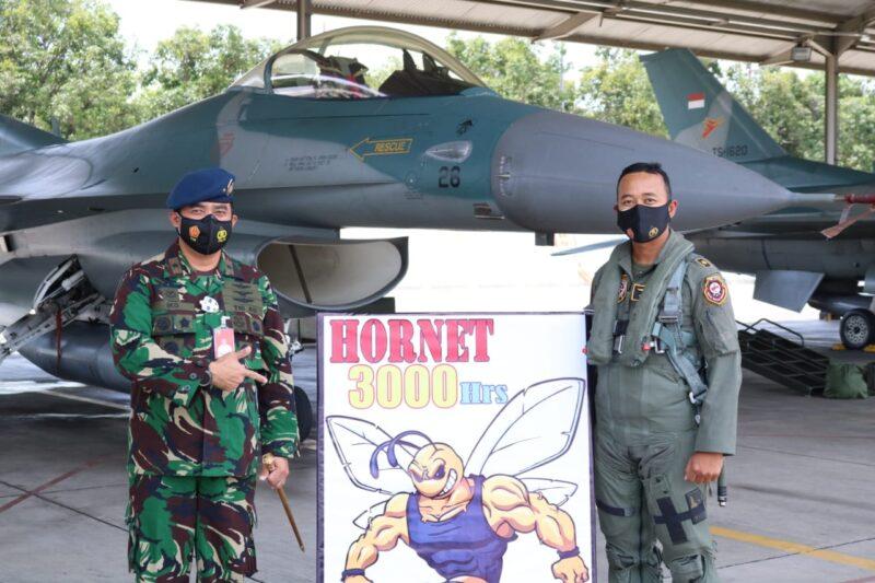 Pilot Pesawat F-16 Lanud Iswahjudi Berhasil Pecahkan Rekor 3.000 Jam Terbang