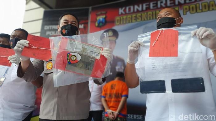 Investasi Rp15 Miliar Berkedok Jual Beli Valas di Surabaya Dibongkar