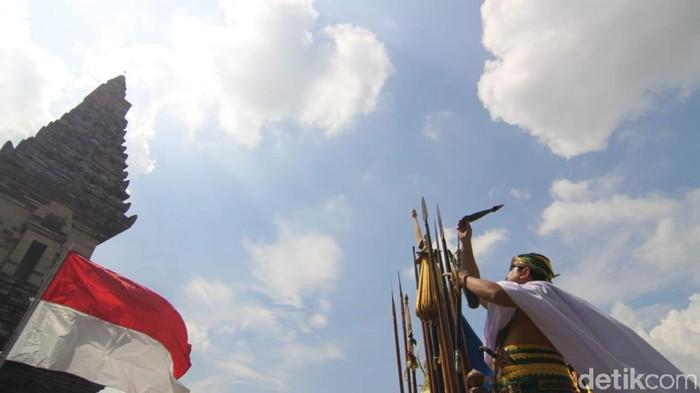 Usir Covid-19, Budayawan Pasuruan Kirab Pusaka di Candi Jawi