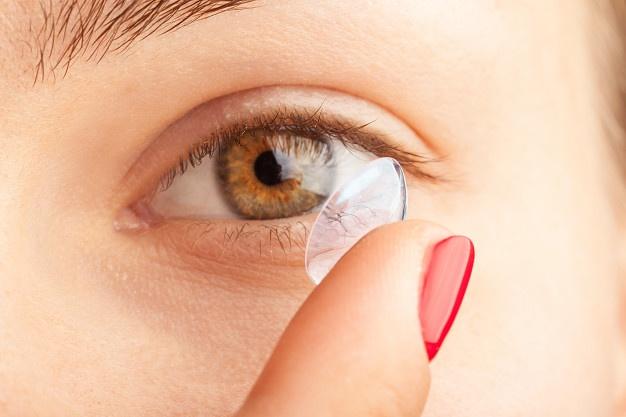 Bagi Anda Pengguna Lensa Kontak, Begini Cara Merawat Mata agar Tidak Iritasi