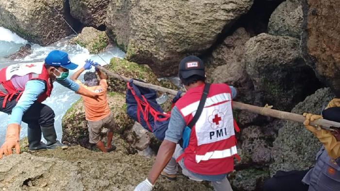 Mayat Bertato Tanpa Kepala dan Kaki Ditemukan di Pantai Modangan Malang